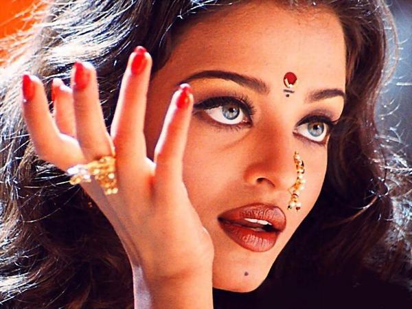 Contact rai aishwarya lenses photo exclusive photo