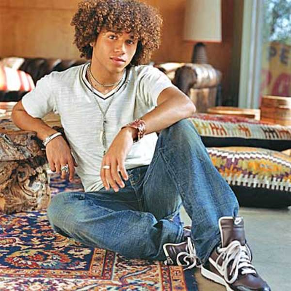 Corbin Bleu - Celebrities at Weblo com