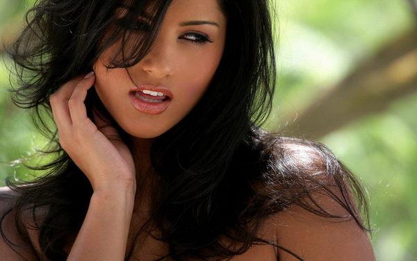 http://www.weblo.com/asset_images/large/Sunny_Leone_4521dafbe2340.jpg